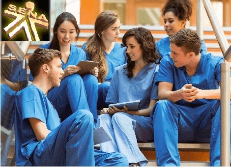 Estudia Enfermería en el Sena.
